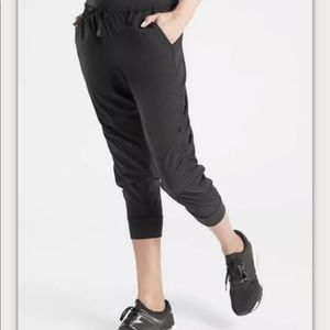 Athleta Size 14 Black Attitude Crop Pant Yoga